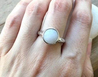 Simple Promise Ring- White Gemstone Engagement Ring- Round White Agate Ring- Classic Wedding Ring- Bridal Solitaire Ring- White Stone Ring