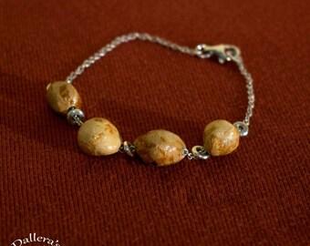 Bracelet en argent avec du bois de hêtre.