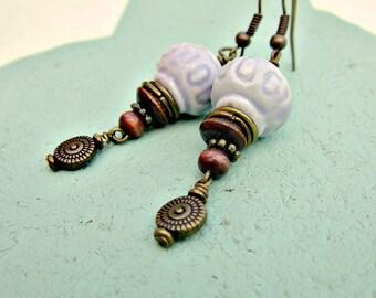 Boucles d'oreilles, lavande Perle en céramique et Bronze Dangles: Hélène