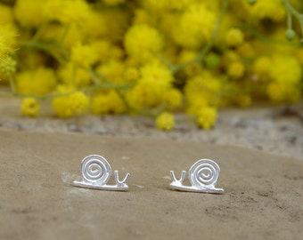 Snail stud earrings, Silver snail earrings, Sterling silver snail earrings, Girl earrings, Tiny earrings, Earrings for daughter, Tiny studs