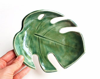 Monstera Leaf Bowl, Philodendron, Split Leaf, Green, Pottery, Ceramic, Tropical leaf, Jewelry Dish, Fruit Bowl, Makeup Holder, Gifts for Her