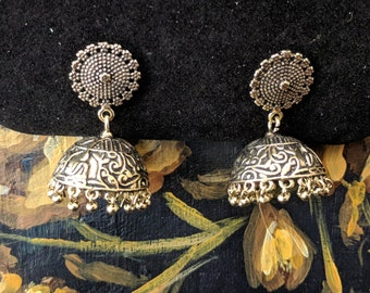 Delicate antique gold jhumkas earrings - Indian jewellery
