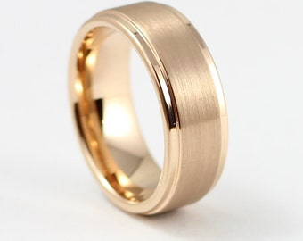 band plain wedding rings in gold set