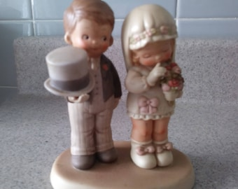 """Here comes the BRIDE & GROOM God Bless Em  Memories of Yesterday FIGURINE 1988 Enesco 520896 Mabel Lucie Attwell 5.25 x 4.5"""" flawless"""
