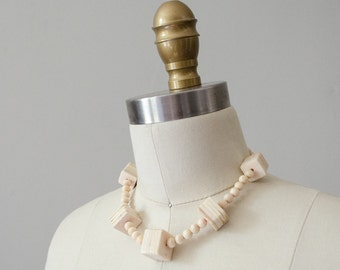 1950s vintage necklace / cream and blush shell choker