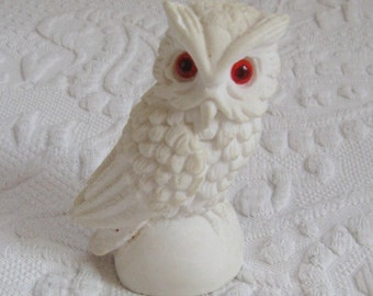 Snow Owl . Snow Owl Figurine . Norleans . made in Italy . Alabaster Owl . owl collection