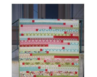 """A 2 1/2"""" strip-friendly (jelly roll) quilt - Strips and Bits, PDF version"""