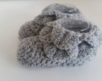Grey Crochet Baby Bootees - Baby Booties - Baby Socks - gray - flower fairy bootees - dragonscale bootees - crocodile stitch bootees