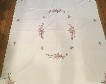 Vintage table cloth linens holiday Christmas embroidered decor dinning table cloth fabric craft red green