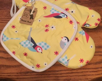 Oven Mitt and Pot Holder Set insulated quilted birds