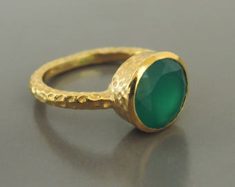 Gold Ring - Emerald Green Ring - Gemstone Ring - Chalcedony Ring - Hammered ring - handmade jewelry