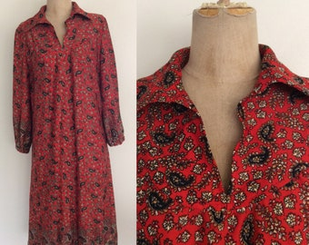 1970's Red Floral Polyester Shift Dress Size Medium to Large by Maeberry Vintage