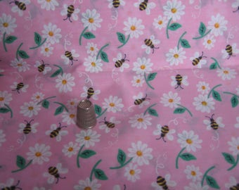 Cotton Fabric - Daisies and Bumblebees