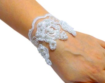 White lace delicate bracelet, bridal wrist cuff, wedding cuff, lace and pearl embroidered bracelet, flowers bracelet