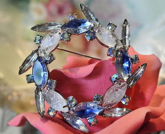 Givre Glass Rhinestone Brooch