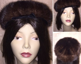 Vintage 1950s 50s  Gladdings Providence RI Sable Dark Brown Fur Hat Tam Beret Pillbox Cloche with Bow Excellent