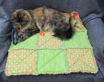 Cat Accesories, Dog Accessories, Cat Blanket, Cat Bed, Luxury Pet Bedding, Handmade Pet Bed, Fabric Pet Blanket, Green Pet Blanket, Cat Bed