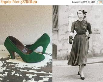 Bi-Annual Sale 35% Off Stopping All Traffic - Vintage 1940s Emerald Green Suede Nubuck Leather Pumps Shoes Heels - 6.5B