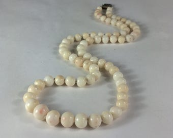 """Antique White Angelskin Coral Necklace With Sterling Box Clasp 21.5"""" Graduated"""