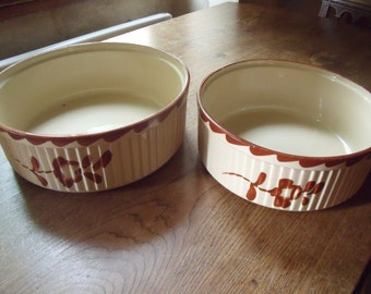 Two French antique ceramic cake pans from Sarreguemines , around 1930 , very nice condition ; from oven to table ; 2 different sizes