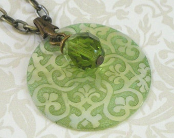 Victorian Motif Shell Pendant Necklace - Olivine Green