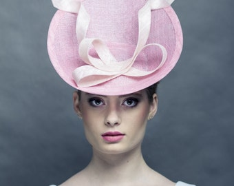 Pink saucer hat, hat with modern bow, race pink fascinator,  modern race hat, light pink, couture light pink hat