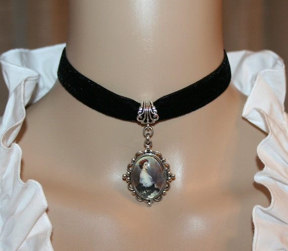 Dirndls Choker with a medaillon