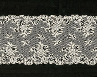 REF 1003 - Ecru flowers and leaves trim 13.5 cm Stretch lace