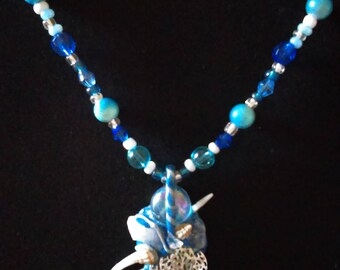 Cosmic necklace (water)