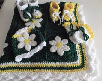 New Daisies Baby 5 piece set/  Blanket/ Hat/ 2 pairs of Booties/Thumbless mittens / Newborn and older/ Free shipping