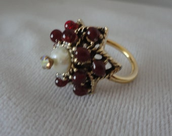 Vintage Garnet Dome Shape Goldtone Ring*****.