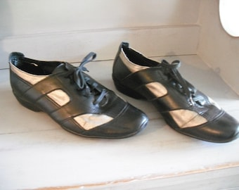 Vintage Black and Silver Kenneth Cole Reaction Walking shoes ~ Tennis shoes Casual