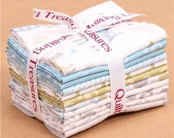182897 Fat Quarter fabric bundle animal blue Quilting Treasures