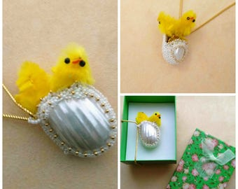 Beadwoven Beaded Egg with Chicks Pendant, Mother of pearl Osmina shell, Gold Filled Snake Chain, Cute Yellow Chick Necklace, Easter Chick