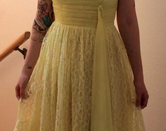 1950s women's yellow lace dress like Sunshine VLV size XS