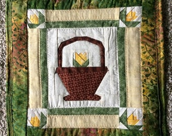 Paper-Pieced wall-hanging Spring Easter Basket