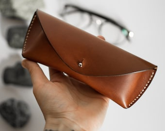 Brown vegtanned leather glasses case, Glasses case in brown leather, vegtanned leather, sunglasses