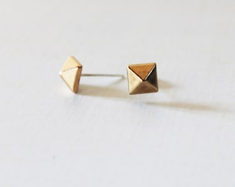 Gold pyramid stud earrings, Small gold pyramid studs, Dainty gold studs, Geometric gold earrings, Pyramid post earrings, Lightweight  studs