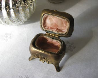 Antique Jewelry Casket / Ring Box / Wild Rose 1149