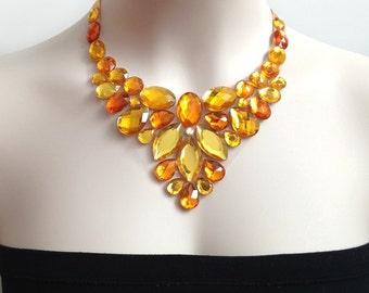 Collier plastron - strass jaune doré bavoir collier soirée bal mariage les demoiselles d'honneur ou un cadeau
