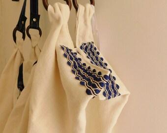 Borsa a goccia in tessuto _ fatta a mano _tracolla in pelle_blu e bianco