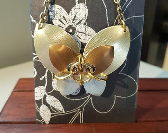 Chain maille butterfly necklace - gold/silver
