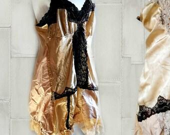 Robe burlesque steampunk or pour mariage alternatif. Robe d'homme de brûlure. Plus robe Halloween de taille xxl.