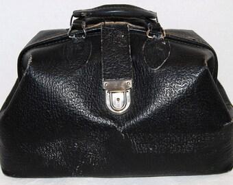 Black vintage medical bag Doctor bag Nurse bag  satchel  large  1970's 70's travel bag  pebbled   79206  homa lock  silver hardware