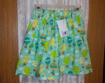 Girls 3T cotton skirt in multicolor hot air balloon theme on turquoise background. Elastic band waist measures 21 inches. 14 inch length.