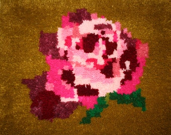 "Latch Hooked Rug ""Heritage Rose"""