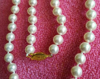 NECKLACE : Elegant White Strand of Strung Pearls with a Beautiful Delicate Gold Clasp