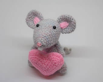 Crochet mouse with heart, Amigurumi Mouse with heart, crochet mothers day gift