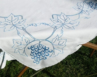 Vintage Tablecloth Blue Grapes Tuscan Decor Grape Vines Leaves Countryside  French Farmhouse Touch
