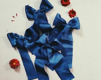 Raw edge long tail bow [ navy silk ]